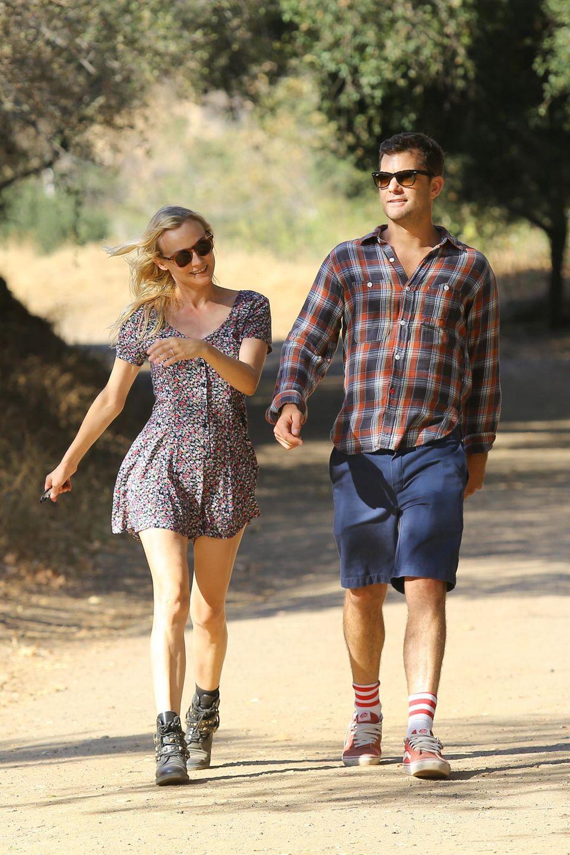 24. Juli 2013: Diane Kruger und Joshua Jackson gehen fröhlich eine Runde Wandern in den Hollywood Hills.