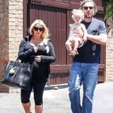 19. Mai 2013: Die schwangere Jessica Simpson geht mit ihrem Verlobten Eric Johnson und der gemeinsamen Tochter Maxwell in Calabasas zum Mittagessen.
