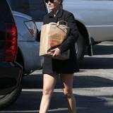 29. Oktober 2013: Einen Tag nach ihrem 46. Geburtstag erledigt Julia Roberts Besorgungen in Los Angeles.