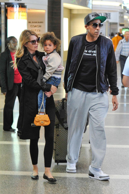 3. Oktober 2013: Ellen Pompeo und ihr Mann Chris Ivery machen sich mit Tochter Stella auf den Weg von Los Angeles nach Europa.