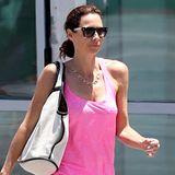 Im bonbonpinken Jersey-Strandkleid geht's für Minnie Driver zum Mittagessen in L.A.