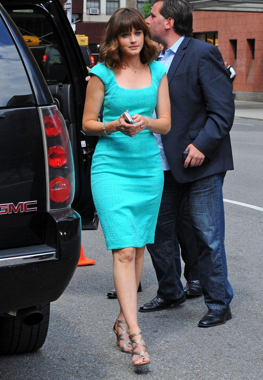 Schauspielerin Alexis Bledel setzt für ein Event des Fernsehsenders FOX auf ein Etuikleid in knalligem Türkis von Oscar de la Renta .