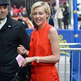 """Auf dem Weg zur TV-Show """"Good Morning America"""" sticht Portia de Rossi dank ihres orangeroten Outfits sofort ins Auge."""