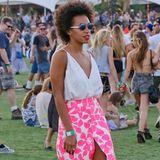 Hawaiianisches Flair in Pink verbreitet Solange Knowles auf dem Coachella-Festival.