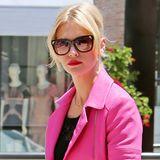 Mit ihrer pinkfarbenen Bikerjacke zur engen Jeans ist January Jones beim Shoppen in Beverly Hills gar nicht zu übersehen.