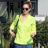 Neonfarben: Ihre geliebten Jeans kombiniert Jessica Alba jetzt auch mit neongelben Hemden.