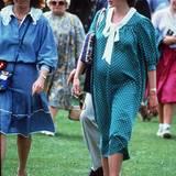 Schwangere Royals: Stil-Ikone und schwanger? In den 80er Jahren passte das noch nicht zusammen. Selbst an Prinzessin Diana sieht im gepunkteten Kleid mit Schleife unförmig aus. Aber England wartet 1982 sehnsüchtig auf den nächsten Thronfolger und guckt weniger auf die Mode. Am 21. Juni bringt Diana ihren ersten Sohn William Arthur Philip Louis zur Welt - keine zwölf Monate nach ihrer Hochzeit mit Prinz Charles.