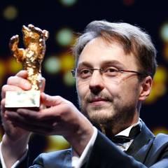 """Der rumänische Regisseur Calin Peter Netzer gewinnt den Goldenen Bären für seinen Film """"Child's Pose""""."""