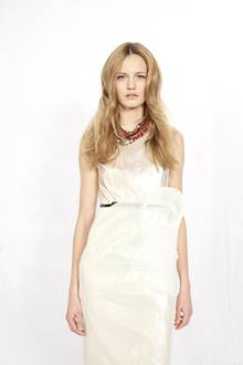 Katharina (16 Jahre)  Kleid und Schmuck: Talbot Runhof