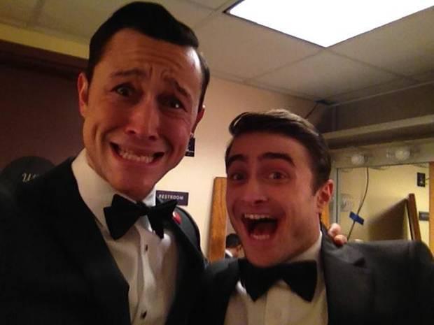 Joseph Gordon-Levitt und Daniel Radcliffe verstehen sich bestens und albern hinter den Kullissen rum.