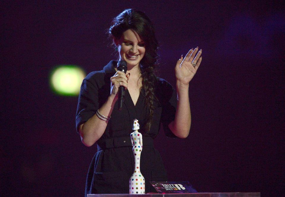 """Lana Del Rey gewinnt den Preis in der Kategoerie """"International Female Solo Artist""""."""