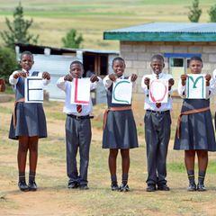 Die Kinder in Lesotho freuen sich riesig über den royalen Besuch.
