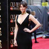 Gemma Arterton zeigt bei den Olivier Awards in Londoner ihre tollen Kurven in einem eleganten und oben herum ziemlich freizügigen, schwarzen Abendkleid.