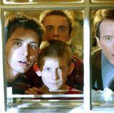 """Bevor Bryan Cranston mit """"Breaking Bad"""" zum weltbekannten Star wurde, spielt er in """"Malcolm mittendrin"""" einen Vater von vier Söhnen. """"Dewey"""", wird gespielt von Eric Per Sullivan."""