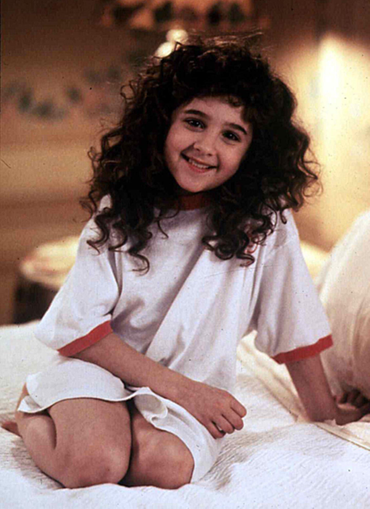 """Als Fünfjährige wurde Alisan Porter bei der amerikanischen Version der Castingshow """"Star Search"""" entdeckt und sorgte mit zehn Jahren als süßer Lockenkopf im Film """"Curly Sue"""" an der Seite von James Belushi für Wirbel."""