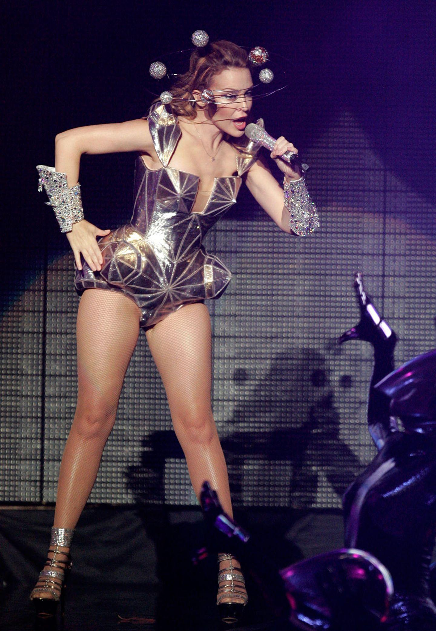 Um Space-Lady Kylie Minogue drehen sich bei ihrer Nordamerika-Tour 2009 die Planeten.