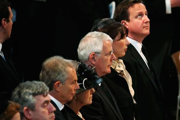Die Riege der Premierminister: Gordon Brown, Tony Blair, John Major und seine Frau Norma und der amtierende Premier David Cameron mit seiner Frau Samantha
