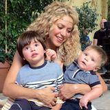 15. Oktober 2015  Shakira zeigt auf Facebook dieses süße Foto mit ihren bezaubernden Söhnen Milan und Sasha.