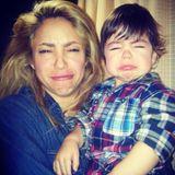 25. Dezember 2013  Söhnchen Milan erlebt sein erstes Weihnachtsfest und scheint dennoch nicht sehr glücklich zu sein. Zusammen mit Mama Shakira zieht er Grimassen.