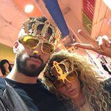 7. April 2016  Gerard Piqué und Shakira sind auf der Suche nach einer neuen Sonnebrille und haben sichtlich viel Spaß dabei. Sie haben ja auch ein besonders schönes Modell gefunden.