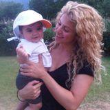 16. August 2013  Shakira genießt die Ferien mit Söhnchen Milan in Frankreich.