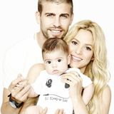 17. Juni 2013  Shakira und Piqué teilen ein Familienfoto mit dem kleinen Milan auf Twitter.