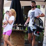 22. Juli 2013  Shakira und Piqué lassen es sich mit Söhnchen Milan auf Hawaii gut gehen. Essen gehen und Strandspaziergänge stehen dabei auf der Tagesordnung.