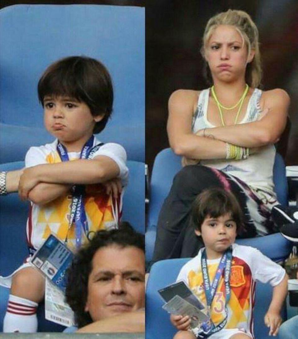 """29. Juni 2016  """"Von wem er das wohl hat"""": Shakira teilt eine Fotocollage, die beweist, dass ihr Sohn Milan genauso eine Schnute ziehen kann wie sie selbst."""
