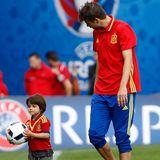 13. Juni 2016  Milan darf mit Papa Gerard Piqué vor dem EM-Spiel zwischen Spanien und Tschechien zum Aufwärmen mit ins Stadion.