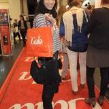 Nicht nur Chantal de Freitas freut sich über die vielen, tollen Goodies der diesjährigen Shopping Night.