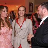Nicht nur die prominenten Gäste wie Rosalie von Breemen werden von GALA-Chefredakteur Christian Krug herzlich begrüßt.