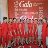Unsere fleißigen Hostessen strahlen in GALA-roten Outfits von St.Emile.