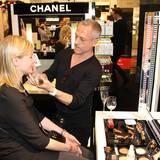 Ein exklusives Styling bekommen unsere Gäste bei Chanel-Starvisagist Yannick Lemaire.
