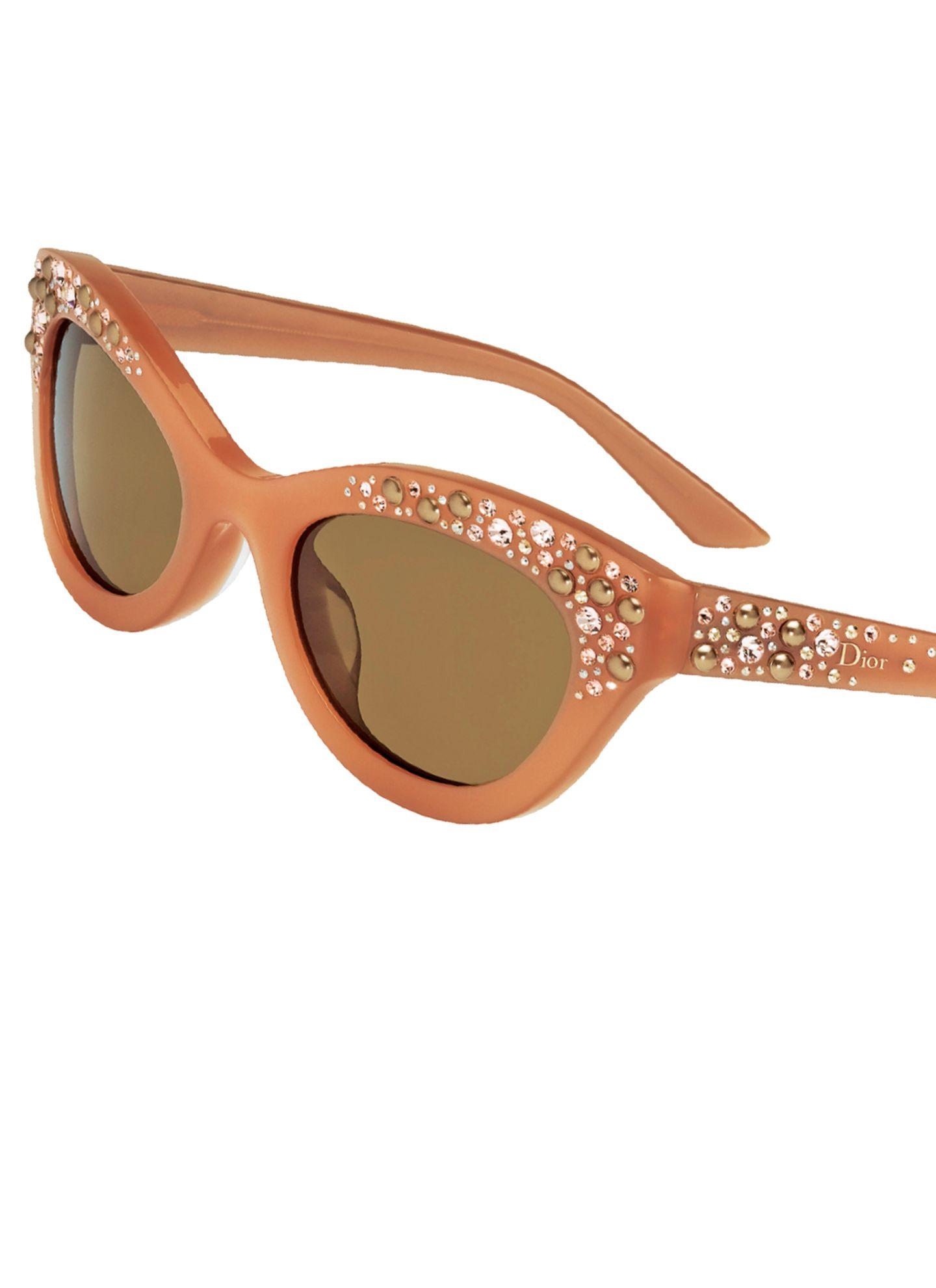 """Feiern bis zum Morgen – und danach fix die """"Brillance"""" aufgesetzt. Von Dior Eyewear, ca. 480 Euro"""