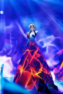 """2012 stand Aliona Moon schon mal als Backgroundsängerin für den Moldauer Pasha Parfeny auf der ESC-Bühne, dieses Jahr hat sie sich auf einen Auftritt vorbereitet, bei dem nur sie im Mittelpunkt steht. Zum Titel """"A Million"""" gibt's auch noch ein spektakuläres Farbenspiel dazu."""