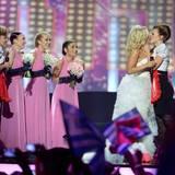 """Während in den meisten Ländern kontrovers über die gleichgeschlechtliche Ehe diskutiert wird, setzt die Finnin Krista Siegfrid ein Zeichen beim Eurovision Song Contest. Erst singt sie """"Marry Me"""", dann küsst sie eine Frau."""
