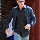 Sean Penn macht sich nach einer gelungenen Feier wieder auf den Weg nach Hause.
