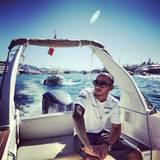 Lewis Hamilton genießt ein paar freie Minuten abseits der Strecke auf dem Wasser.