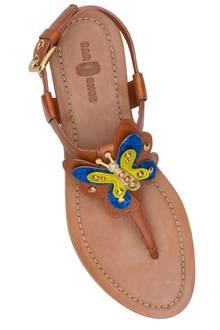 Zum Abheben: Schmetterlingssandalen aus Kalbsleder. Von Car Shoe, ca. 290 Euro