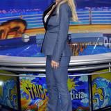 Noch passt Michelle Hunziker der blaue Anzug mit schwarzem Revers hervorragend. Sobald das Bäuchlein wächst, muss sie diesen wohl erstmal im Schrank hängen lassen.