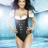 """Schlagerkönigin Antonia aus Tirol will sich bei """"Pool Champions - Promis unter Wasser"""" in die Fluten stürzen."""