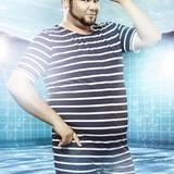 """""""GZSZ""""-Star Thomas Drechsel alias """"Tuner"""" traut sich ebenfalls in den Badeanzug und ins Becken."""