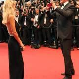 David Hasselhoff knipst bei seiner Ankunft auf dem roten Teppich ein paar Erinnerungsfotos mit Freundin Hayley Roberts und teilt diese gleich mit seinen Fans auf Twitter.