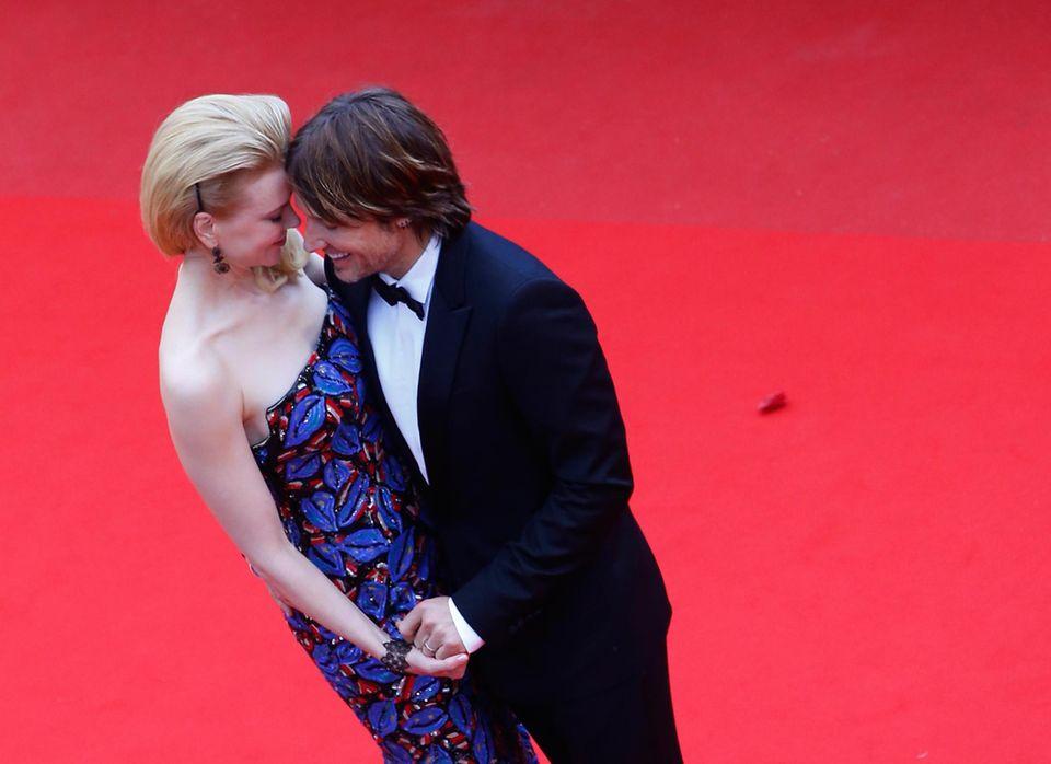 """Nicole Kidman und Keith Urban zeigen sich bei """"Inside Llewyn Davis"""" verliebt auf dem roten Teppich."""