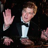 """Robert Redford winkt nach der """"All is Lost""""-Vorführung zum Abschied."""