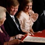 Es ist vollbracht: Willem-Alexander ist König der Niederlande. Die Stimmung direkt nach dem emotionalen Moment im Königspalast ist ausgelassen.