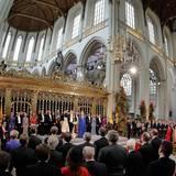 König Willem-Alexander hat die Hand zum Schwur auf die Verfassung erhoben.
