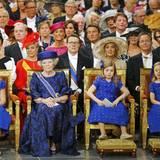 Prinzessin Beatrix und ihre drei Enkelinnen. Dahinter (v.l.) Prinzessin Mabel, Prinzessin Laurentien, Prinz Constantijn, Prinzessin Irene, ihr Sohn Prinz Jaime und Schwester Prinzessin Christina. In der dritten Reihe: Prinzessin Annemarie und Ehemann Prinz Carlos, Prinzessin Mariléne und Prinz Maurits. Ganz rechts: Prinzessin Annette und Prinz Bernhard.