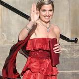 Prinzessin Máxima ganz in rot: Passend zum Collier und Armband trägt die Prinzessin ein hochkarätiges Diadem mit einzelnen, großen Diamanten.