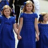 Königliches Winken beherrschen die drei Prinzessinnen schon wunderbar.